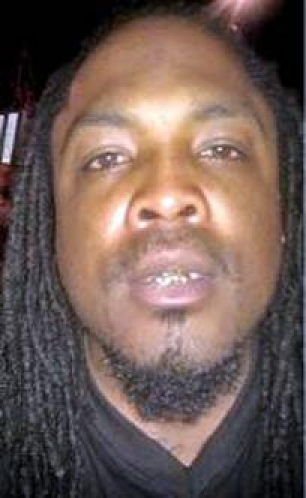 Thief Posts Photos of Himself on Victim's Facebook Page