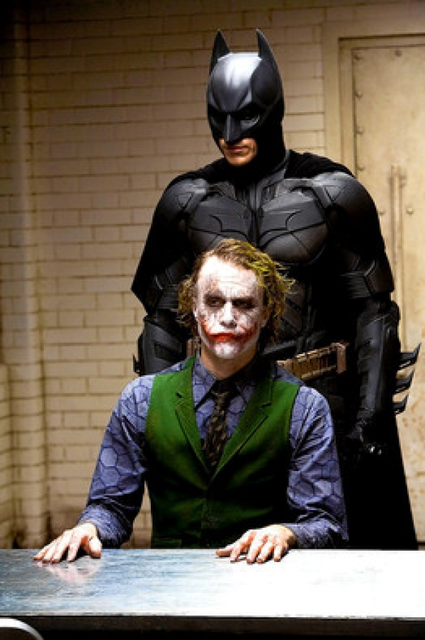 Facebook to stream Warner Bros. The Dark Knight